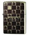 Špeciálny Zippo zapaľovač z Japonskej kolekcie s malými Zippo plamienkami.Unikátny vzhľad tohto zapaľovača je dosiahnutý pomocou špeciálnej potlače v kombinácií s extrémne odolným lakom s prímesou drtených briliantov, ktoré dodávajú zapaľovaču výnimočnú trblietavosť na slnku.