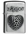 Krásny Zippo zapaľovač s vystúpeným srdcom a nápisom Zippo.