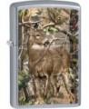 Zippo zapaľovač s motívom jeleňa. Zippo je kovový benzínový zapaľovač s doživotnou zárukou a viac ako 80 ročnou tradíciou. Tieto kvalitné zapaľovače sa vyrábajú výhradne v USA.