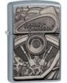 Zippo zapaľovač s motívom kultovej zamerickej značky motocyklov Harley Davidson. Zippo je kovový benzínový zapaľovač s doživotnou zárukou a viac ako 80 ročnou tradíciou. Tieto kvalitné zapaľovače sa vyrábajú výhradne v USA.